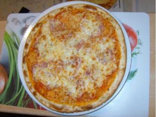 PIZZA: BOLOGNESE